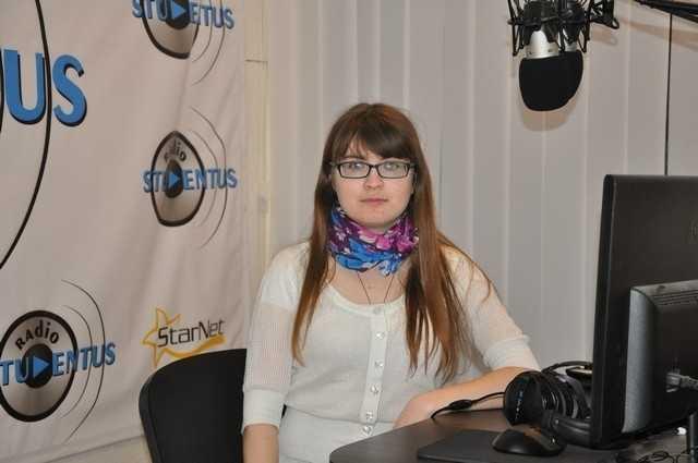 Vocea din spatele microfonului: Dina Josan
