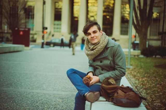 Învață la cea mai bună universitate din lume, face stagiu de practică la Facebook și este din Moldova