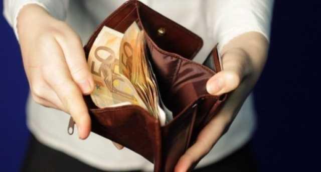 Cum își cheltuiesc studenții banii primiți din bursă!