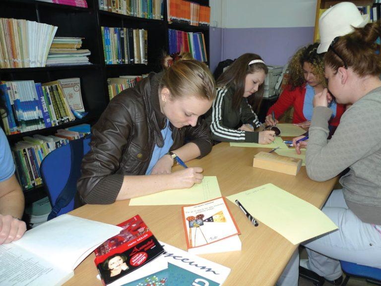 Începînd cu 1 septembrie școlile din regiunea Transnistreană vor avea doar manuale rusești