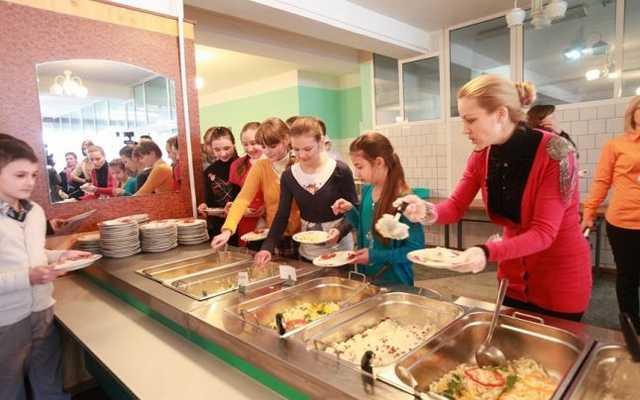 Practica bufetului suedez, examinată şi de direcţiile de învăţământ raionale