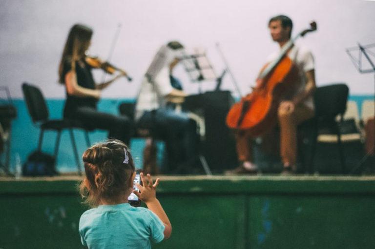 Moldovenii donează pentru muzică clasică în Casele de Cultură
