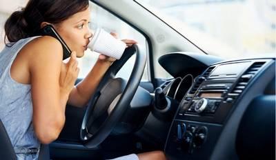 Oare muzica e cea care distrage atenția șoferilor în timp ce conduc?