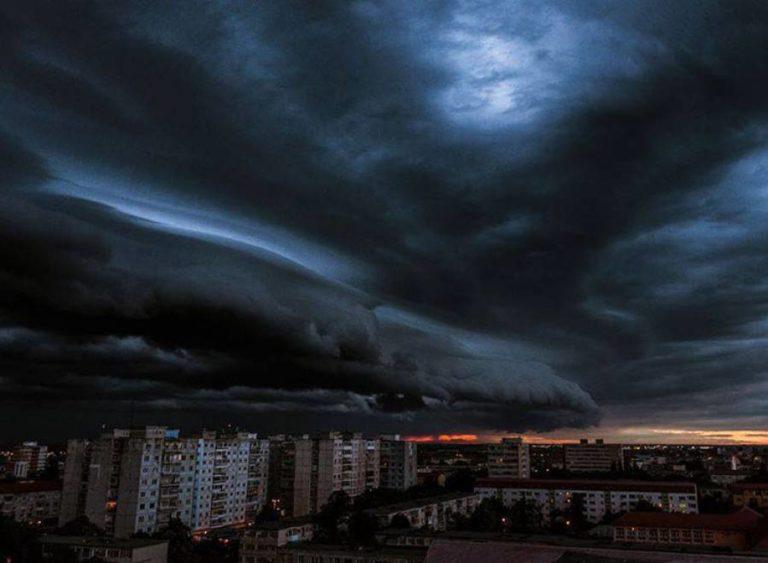 O furtună se apropie de Moldova! În circa 2 ore se așteaptă precipitații puternice