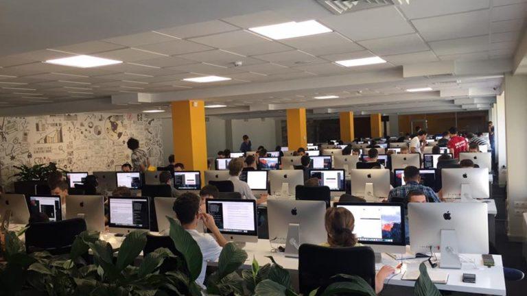 Prima Școală gratuită de IT din Moldova continuă înscrierile